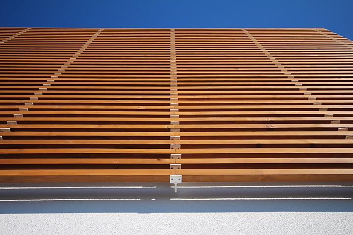 木材のベランダの壁