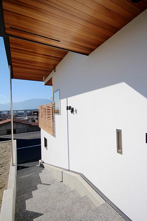 新築 玄関の階段
